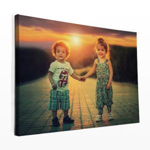 Zien je muren er een beetje kaal uit? Decoreer je huis met je favoriete herinneringen afgedrukt op canvas en krijg het binnen slechts een paar dagen thuisbezorgd. HB-Creations Tilburg (Reeshof)